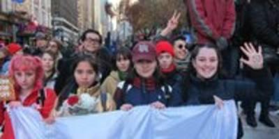 """protest gegen """"black friday"""" in new york: schweigen statt shoppen"""