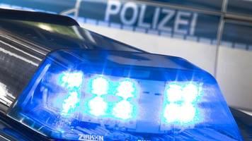 Betrunkener Fahrer ohne Führerschein flüchtet vor Polizei