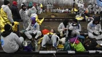 brandenburg und sachsen: tausende blockieren tagebaue