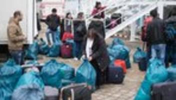flüchtlinge in hamburg: angekommen in der  warteschleife