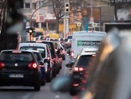 kein interesse an alternativen: autobestand steigt - auch in großstädten