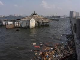 mauer soll jakarta schützen: wie eine millionenstadt im meer versinkt