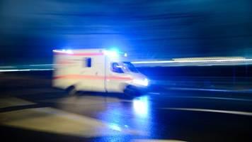 jugendliche stürzen von pickup-ladefläche: schwer verletzt