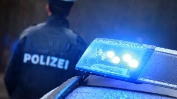 mann zerschlägt busscheibe: fahrer durch splitter verletzt