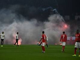 fan-randale, boykott, rote karte: mainz gewinnt wildes rhein-main-derby