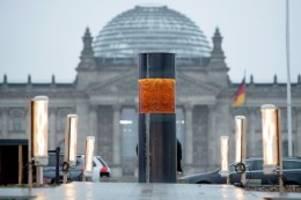 Aktionskunst: Mahnmal in Berlin angeblich mit Asche von NS-Opfern gefüllt