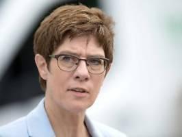 Nimmt Grundrente in Geiselhaft: SPD wirft AKK Erpressung vor