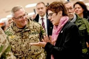 Verteidigungsministerin: Wie Kramp-Karrenbauer die CDU von Afghanistan aus steuert