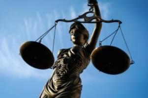 Prozesse: Stieftochter jahrelang missbraucht? Angeklagter schweigt
