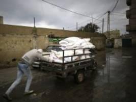 gaza: bangen um mehl und milch