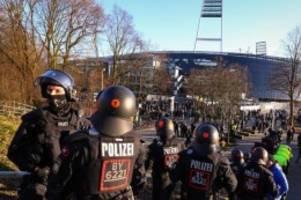 Fußball: Polizeikosten: Fußball-Clubs lehnen Bremens Vorschlag ab