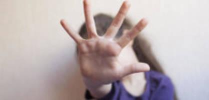 ohrfeigen und fuditätsch: «wer selbst gewalt erlebt, schlägt eher zu»