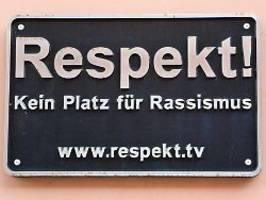 frankfurts ob unter druck: afd will gegen antirassismus-plakat klagen