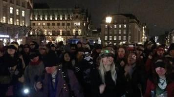 Aus Chile nach Hamburg: Ein Vergewaltiger auf deinem Weg: Frauen tanzen Demo für Frauenrechte