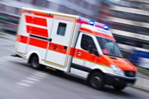 unfälle: autofahrer übersieht rote ampel: vier schwerverletzte