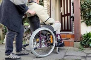 Rampe vor dem Haus: Steigung rollstuhlgerecht planen