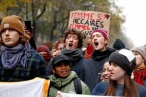 Rentenreform: Generalstreik lähmt Frankreich – Druck auf Macron wächst