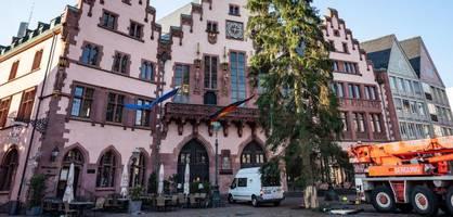 AfD will antirassistisches Schild am Frankfurter Rathaus abhängen lassen