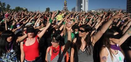 Tausende demonstrieren in Chile gegen Gewalt an Frauen