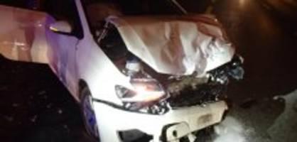 aarburg ag: neulenker nickt ein und prallt in parkierte autos
