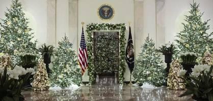 melania trump schmückt das weiße haus weihnachtlich