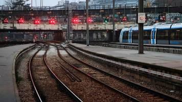 Chaos und Krawalle erwartet: Streiks legen Verkehr in Frankreich lahm