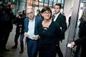 Partei unter Druck - Leitantrag zahm, GroKo-Kritik leiser: Neue SPD-Chefs fahren gerupft zum Parteitag
