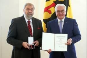 auszeichnung: bundesverdienstkreuz für großhansdorfer schulleiter