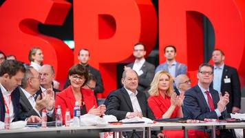 GroKo-Aus an Nikolaus? - SPD-Parteitag: Spannung vor Chefwahl und GroKo-Abstimmung