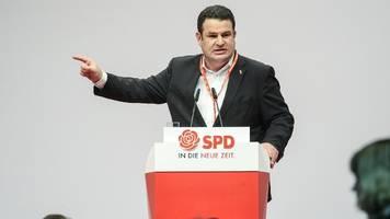 SPD-Parteitag: Kramp-Karrenbauer fordert Groko-Bekenntnis