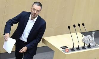 kickl: Österreich soll bosnien bei migranten-unterbringung helfen