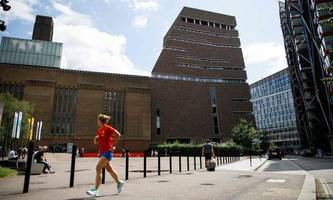 Kind von Museum geworfen: Teenager bekennt sich schuldig