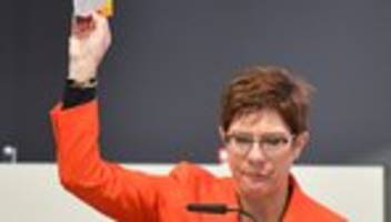 Annegret Kramp-Karrenbauer: CDU-Chefin lehnt Klimaschutz-Forderung der SPD ab