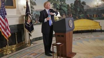 Weißes Haus: Hier klempnert der Chef noch selbst: Trump philosophiert über sinnloses Wassersparen