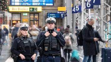 News vom Wochenende: Paket mit Weihnachtskerzen legt Frankfurter Bahnhof lahm