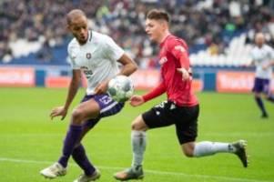 Fußball: Hannover dreht Spiel gegen Aue: Erster Saison-Heimsieg