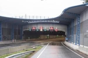 Verkehr: Vollsperrung der A7 dauert an: Ausweichen auf Bus und Bahn