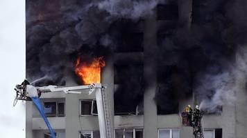 gasexplosion löst unglück aus: tödlicher großbrand in slowakischem hochhaus