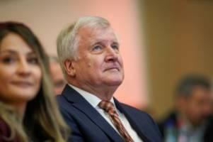 flugpanne  : hubschrauber mit innenminister seehofer muss notlanden