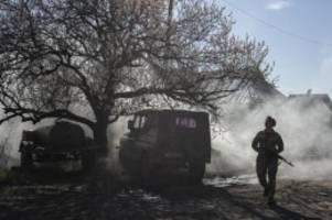 Gibt es eine Friedenslösung?: Merkel und Macron vermitteln in Ukraine-Konflikt