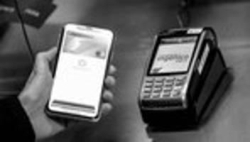 Mobiles Bezahlen: Commerzbank und Sparkassen schalten Apple Pay frei