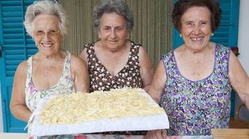 ernährung: essen wie die ältesten menschen der welt: die blaue-zone-diät verspricht ein längeres leben
