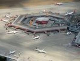 flughafen tegel durch massive eingriffe bedroht