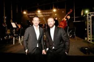 Mercedes-Benz: Charity-Konzert: Scheck in Höhe von 36.000 Euro überreicht