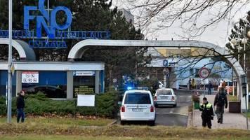 News von heute: Sechs Tote nach Schüssen in Krankenhaus in Tschechien - Täter auf der Flucht