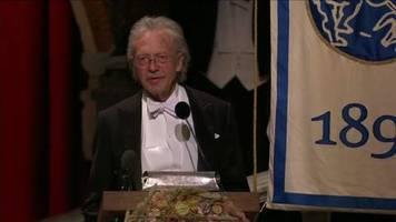 video: proteste bei literaturnobelpreisvergabe an handke