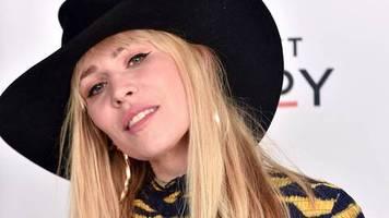 Britische Sängerin: Infektion und Hirn-OP: Natasha Bedingfield in Sorge um ihren kleinen Sohn