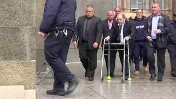 Video: Missbrauchsskandal: Weinstein-Firma zahlt Klägerinnen Millionen