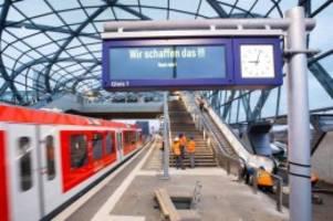 Verkehr: Mit Verspätung: S-Bahn-Station Elbbrücken geht an den Start