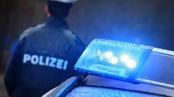 Fahrer überholt im Gegenverkehr: Frau stirbt bei Kollision